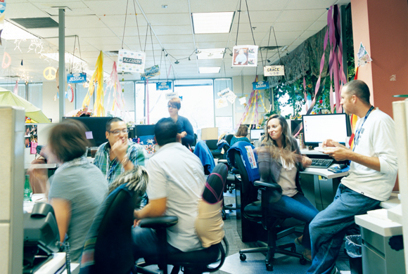 Creating customer satisfaction in a playful office zappos for Zappos office design
